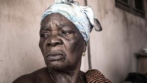Mémé Agoh regard perdu dans le vide