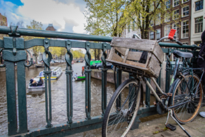 Velo, Amsterdam, Canal