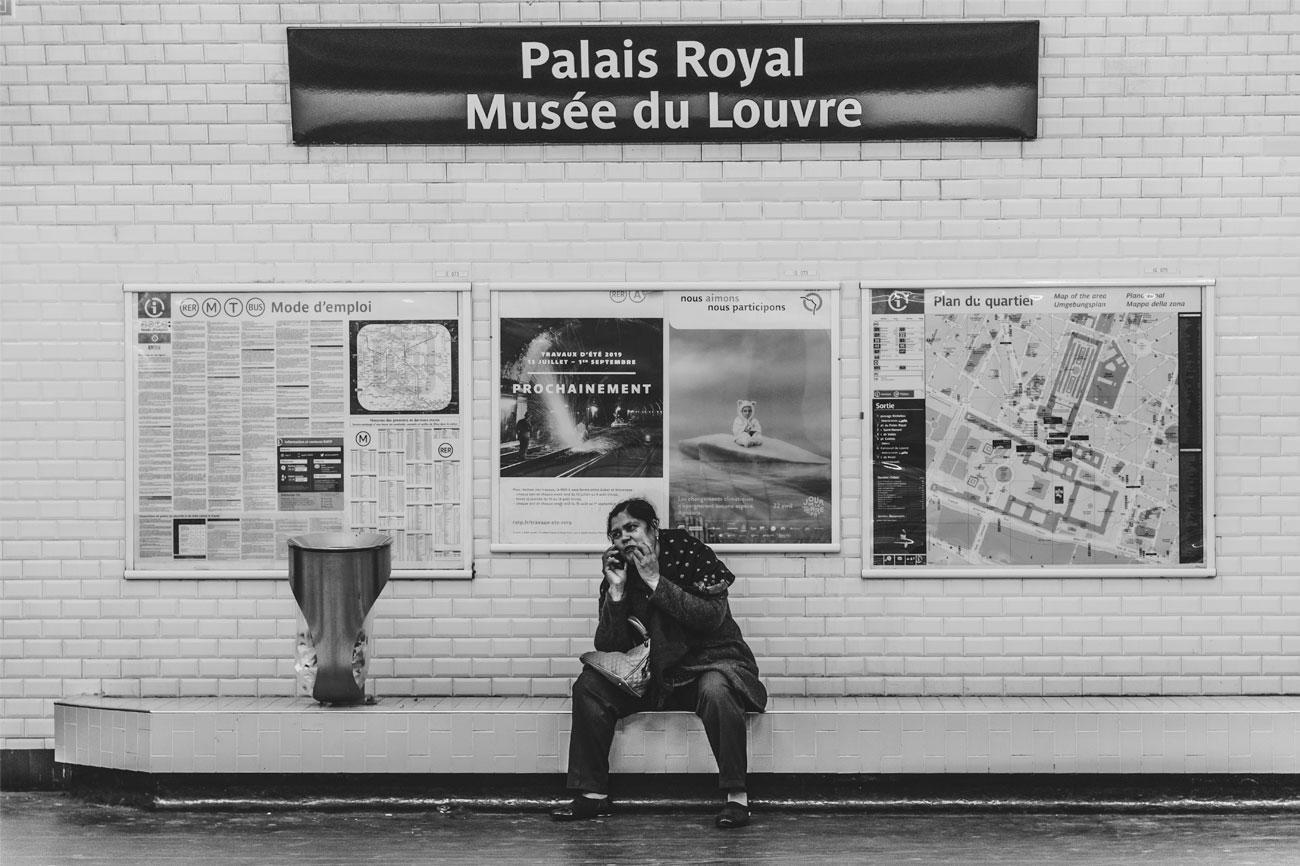 Paris Metro Le louvre