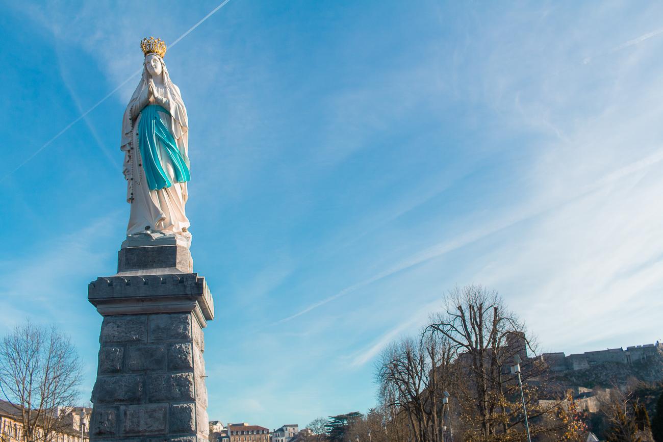 Statue de Marie, Notre Dame de Lourdes, photo de Stéphane K